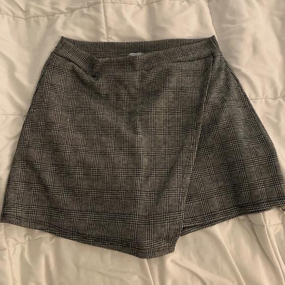 Charlotte Russe Dresses & Skirts - Plaid Skort
